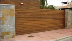 todo tipo de soluciones en puertas para jardn aluminio hierro acero y combinados con madera